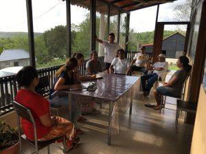 introducción al modelo de alineación circular mac Personas colaborando en terraza